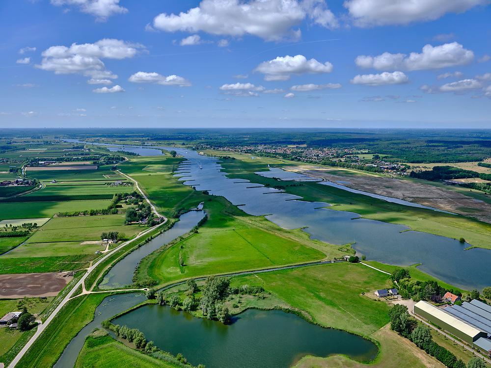 Nederland, Gelderland, Gemeente Buren, 27-05-2020; Lienden, Tollewaard met zicht op de Neder-rijn. Links de Rijnbandijk, na het hoogwater van 1995 is de dijk versterkt en verbeterd.<br /> Rhine winterdyke. After the flood of 1995, the dike was strengthened and improved.<br /> <br /> luchtfoto (toeslag op standaard tarieven);<br /> aerial photo (additional fee required)<br /> copyright © 2020 foto/photo Siebe Swart