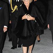 NLD/Hilversum/20061201 - Opening Nederlands Instituut voor Beeld en Geluid, aankomst Koninging Beatrix