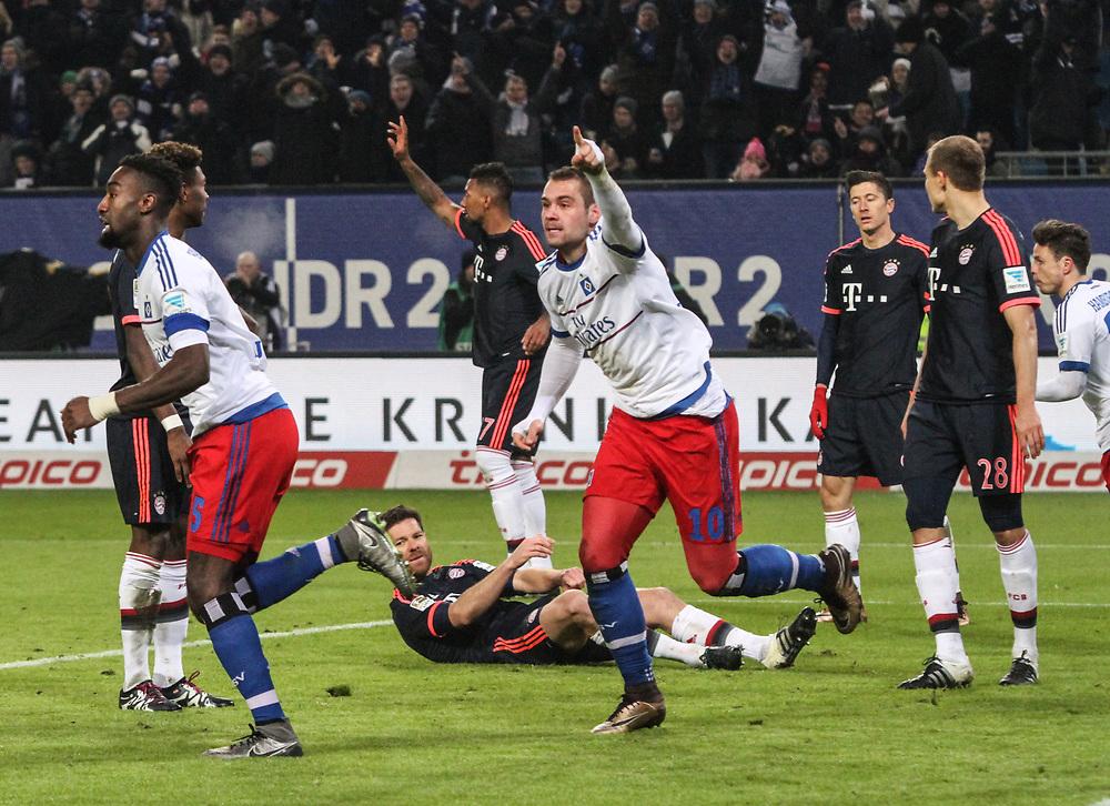 Fussball: 1. Bundesliga, Hamburger SV - FC Bayern Muenchen, Hamburg, 22.01.2016<br /> <br /> Jubel von Torschuetze Pierre Michel Lasogga (HSV) <br /> <br /> © Torsten Helmke