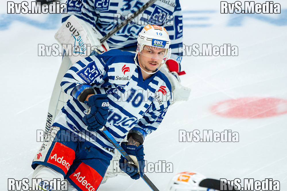 LAUSANNE, SWITZERLAND - OCTOBER 01: Sven Andrighetto #10 of ZSC Lions warms up prior the Swiss National League game between Lausanne HC and ZSC Lions at Vaudoise Arena on October 1, 2021 in Lausanne, Switzerland. (Photo by Robert Hradil/RvS.Media)