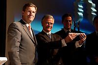 25 NOV 2003, BERLIN/GERMANY:<br /> Christian Wulff (L), CDU, Ministerpraesident Niedersachsen, Prof. Coordt von Mannstein (M), von Mannstein Werbeagentur GmabH, und David McAllister (R), MdL, CDU, Vorsitzender CDU-Fraktion im Landtag Niedersachsen, erhalten einen Politikaward in der Kategorie Kampagne Parteien und Fraktionen, Verleihung des Politikawards, dbb Forum<br /> IMAGE: 20031125-02-049<br /> KEYWORDS: Politikkongress
