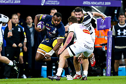 Peceli Yato of ASM Clermont Auvergne takes on Tawera Kerr Barlow of La Rochelle - Mandatory by-line: Robbie Stephenson/JMP - 10/05/2019 - RUGBY - St James' Park - Newcastle, England - ASM Clermont Auvergne v La Rochelle - European Rugby Challenge Cup Final
