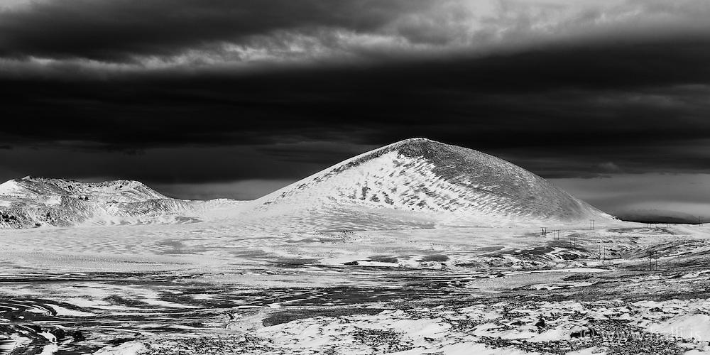 Mountain at the lake Selvallavatn, Snaefellsnes, Iceland - Fjall við Selvallavatn á Snæfellsnesi