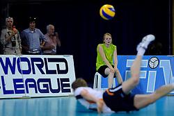 08-07-2010 VOLLEYBAL: WLV NEDERLAND - ZUID KOREA: EINDHOVEN<br /> Nederland verslaat Zuid Korea met 3-0 / Jelte Maan ballenmeisje World League boarding<br /> ©2010-WWW.FOTOHOOGENDOORN.NL