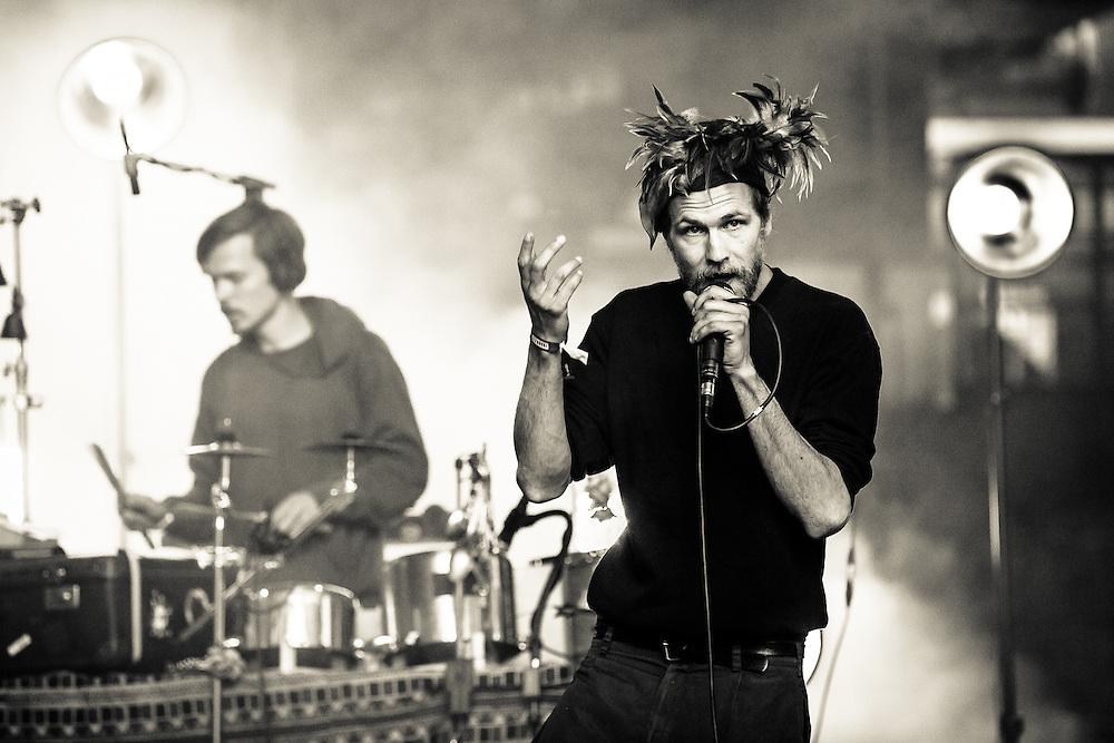 Robert Gwisdek aka as KÄPTN PENG with his band DIE TENTAKEL VON DELPHI incl. his brother SHABAN live at Traumzeit Festival in Duisburg, Landschaftspark Nord, 2015-06-20.