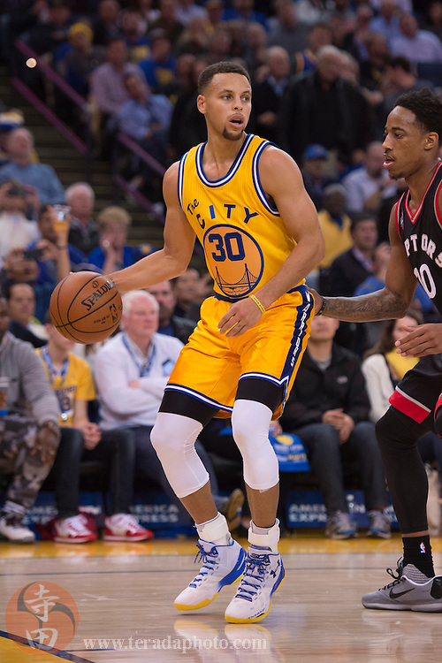 November 17, 2015; Oakland, CA, USA; Golden State Warriors guard Stephen Curry (30) dribbles the basketball during the third quarter against the Toronto Raptors at Oracle Arena. The Warriors defeated the Raptors 115-110.
