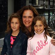 Presentatie sieradenlijn Maik de Boer, Xandra Brood en dochter