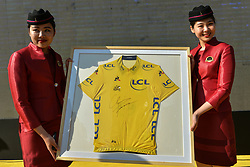 October 28, 2017 - Christopher FROOME's Yellow Jersey from Tour de France 2017 presented during the 1st TDF Shanghai Criterium 2017 - Media Day..On Saturday, 28 October 2017, in Shanghai, China. (Credit Image: © Artur Widak/NurPhoto via ZUMA Press)