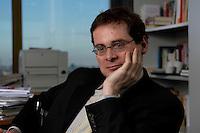 10 JAN 2005, BERLIN/GERMANY:<br /> Roger Koeppel, Chefredakteur der Tageszeitung Die Welt, waehrend einem Interview, in seinem Buero, Axel-Springer-Haus<br /> IMAGE: 20050110-02-009<br /> KEYWORDS: Roger Köppel