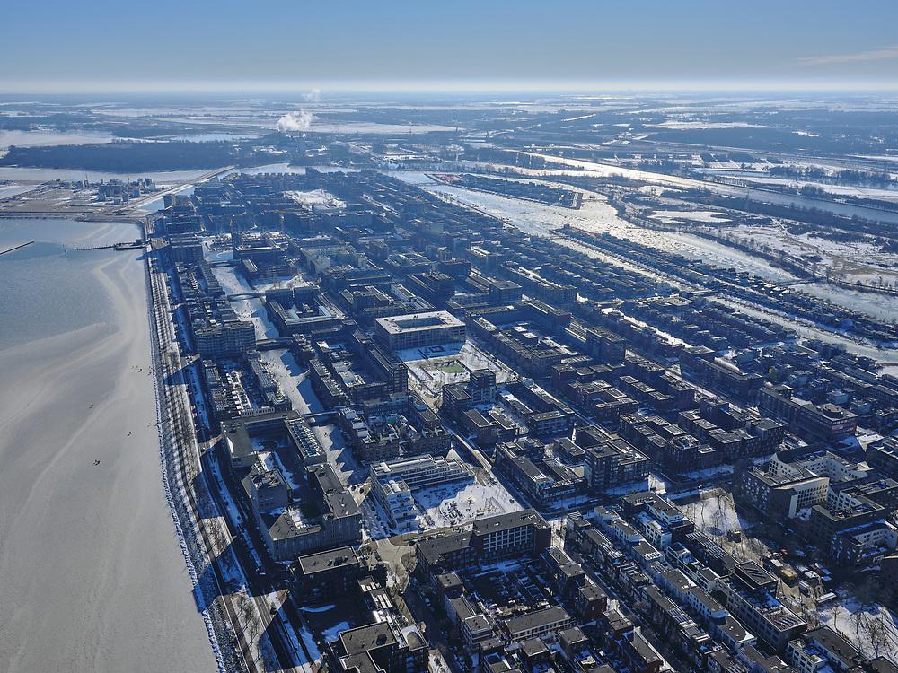 Nederland, Noord-Holland, Gemeente Amsterdam, 13-02-2021; winterlandschap, zicht op IJburg en IJmeer. Mensen lopen op het ijs van de IJburgbaai.<br /> Wiinter landscape, view of IJburg and IJmeer. People walk on the ice of the IJburg Bay.<br /> luchtfoto (toeslag op standaard tarieven);<br /> aerial photo (additional fee required)<br /> copyright © 2021 foto/photo Siebe Swart