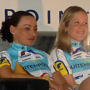 NLD/Oosterbeek/20060321 - Presentatie nieuwe dames wielerploeg Buitenpoort - Flexpoint Team, Tanja Hennes + Madeleine Sandig