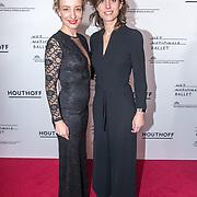 NLD/Amsterdam/20190316  - Premiere balletvoorstelling Het Zwanenmeer, Karina Smulders met haar zus .....