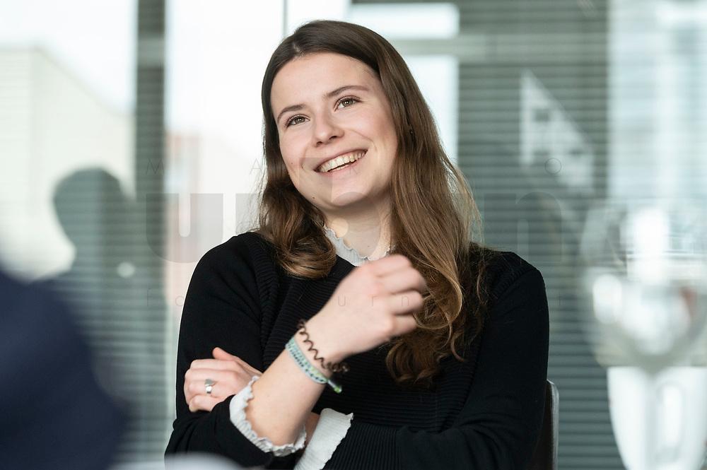 12 MAR 2020, BERLIN/GERMANY:<br /> Luisa Neubauer, Klimaschutzaktivistin, Fridays for Future, waehrend einem Interview, Redaktion Rheinische Post<br /> IMAGE: 20200312-01-035