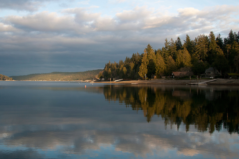 North America, United States, Washington, Beach houses on Hood Canal