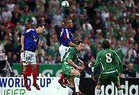 Fotball<br /> VM-kvalifisering<br /> Frankrike v Irland<br /> 9. oktober 2004<br /> Foto: Digitalsport<br /> NORWAY ONLY<br /> SEBASTIEN SQUILLACI / MIKAEL SILVESTRE (FRA) / ANDREW O'BRIEN (IRE)