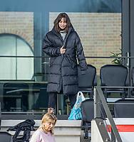 AMSTELVEEN - De geblesseerde Eva de Goede (Adam) met een gebroken pols   na  de hoofdklasse hockey competitiewedstrijd dames, Amsterdam-Den Bosch (0-1)  COPYRIGHT KOEN SUYK