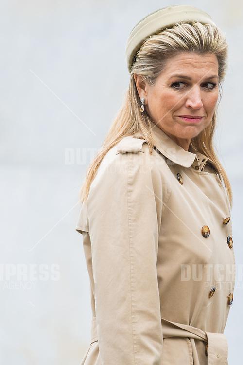 Koningin Maxima tijdens de kranslegging bij Garden of Remembrance in Dublin, op dag 1 van het 3-daags staatsbezoek van het Nederlands Koningspaar aan Ierland.