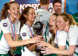11-04-2015 NED: PKC SWKgroep - TOP Quoratio, Rotterdam<br /> Korfbal Leaguefinale in een volgepakt Ahoy wordt gewonnen door PKC met 22-21 /  PKC viert feest met Mady Tims (beker) in het middelpunt. Links Mabel Havelaar en rechts Suzanne Struik en Lara Boonstoppel
