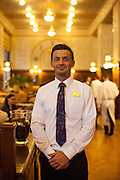 Herr Vaclav am Empfang im Kaffeehaus Imperial in der Prager Innenstadt.