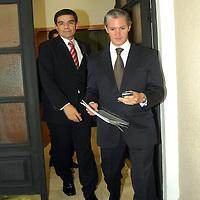 Toluca, Mex.- Funcionarios del Gobierno del Estado de México, al salir de la reunión de gabinete en el palacio del poder ejecutivo.  Agencia MVT / José Hernández. (DIGITAL)<br /> <br /> <br /> <br /> NO ARCHIVAR - NO ARCHIVE