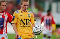 Fotball, Eliteserie, 30 AUGUST 2004, Alfheim Stadion i Tromsø, TROMSØ IL - BODØ GLIMT 2-0, Trond Olsen GLIMT og t.v. Steinar Nilsen<br /> FOTO: KAJA BAARDSEN/DIGITALSPORT
