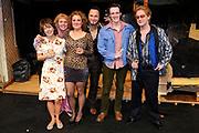 Premiere van de muziekkomedie Little Voice in het oude Luxor Theater, Rotterdam.<br /> <br /> Op de foto: <br /> <br />  Cast met Suzan Seegers , Ellen Pieters , Han Oldigs , Michael de Vriend , Wivineke van Groningen en Laus Steenbeeke