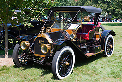 7 August 2010: 1909 Cjhalmers Detroit Roadster, 4 cylinder.  Antique Car show, David Davis Mansion, Bloomington Illinois