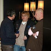 NLD/Bussum/20051212 - Uitreiking Gouden Beelden 2005, Frank Timmer aan de bar in gesprek met Richard Ros