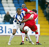 Photo: Chris Ratcliffe.<br />Colchester United v Swindon Town. Coca Cola League 1. 18/03/2006.<br />Chris Iwelumo (L) of Colchester tussles with Steve Jenkins of Swindon