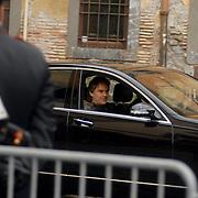 ITA/Bracchiano/20061118 - Huwelijk Tom Cruise en Katie Holmes, Andrea Bocelli arriveert bij het kasteel