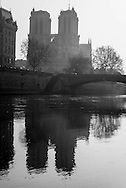 France. Paris. 5th district. The Seine river.  Quai Saint Michel beetween left bank and ile de la cite. bridges on the Seine river. / la Seine a la hauteur du Quai Saint Michel