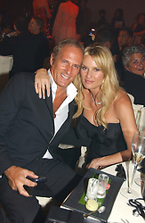 MICHAEL BOLTON and NICOLETTE SHERIDAN at the 2006 Glamour Women of the Year Awards 2006 held in Berkeley Square Gardens, London W1 on 6th June 2006.<br />