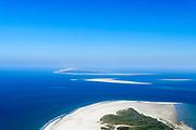 Nederland, Friesland, Ameland, 05-07-2018; uiterste oostpunt van het eiland met natuurgebieden Het Oerd, de Oerderduinen en De Hon. Gezien anar Schiermonnikoog en de zandplaten  Engelsmanplaat en Het Rif. Landschap van duinen, kwelders, geulen.<br /> Het Oerd nature reserve, seen in easterly direction. Landscape of dunes, salt marshes, gullies.<br /> <br /> luchtfoto (toeslag op standard tarieven);<br /> aerial photo (additional fee required);<br /> copyright foto/photo Siebe Swart
