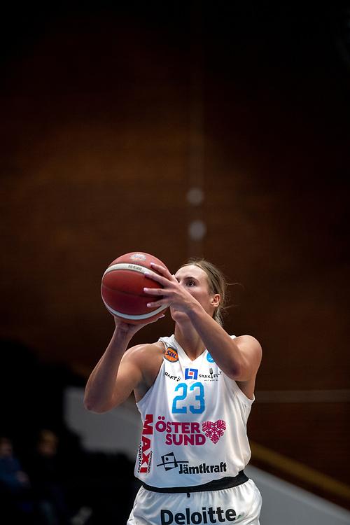ÖSTERSUND 20210925<br /> Östersunds Mehryn Kraker  under fredagens match i Basketligan mellan Östersund Basket och Uppsala Basket i Östersunds Sporthall<br /> <br /> Foto: Per Danielsson/Projekt.P