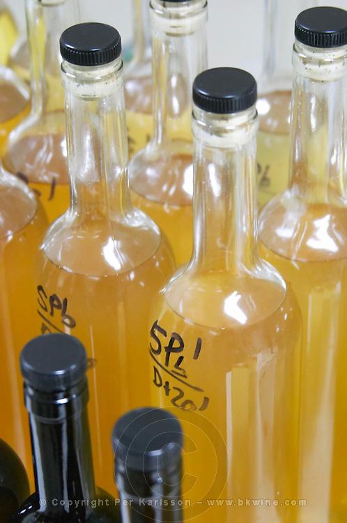 wine sample bottles herdade da mingorra alentejo portugal