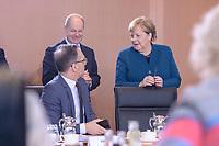 06 NOV 2019, BERLIN/GERMANY:<br /> Heiko Maas (L), SPD, Bundesaussenminister, Olaf Scholz (M), SPD, Bundesfinanzminister, und Angela Merkel (R), CDU, Budneskanzlerin, im Gespraech, vor Beginn der Kabinettsitzung, Bundeskanzleramt<br /> IMAGE: 20191106-01-029<br /> KEYWORDS: Kabinett, Sitzung, Gespräch