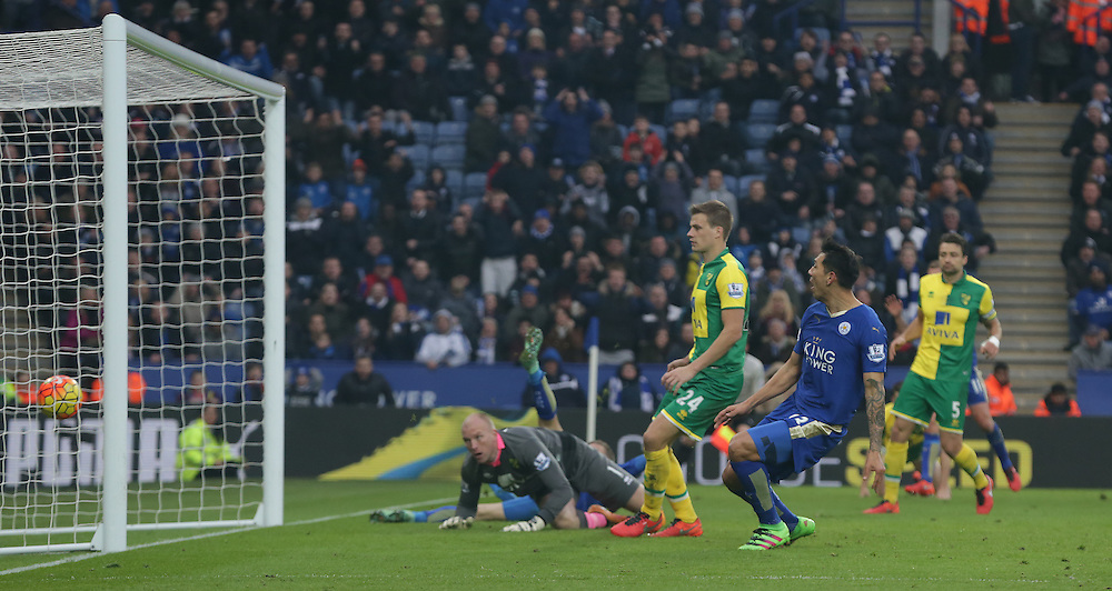 Leicester City's Leonardo Ulloa scores the winning goal of the in the closing minutes of the match<br /> <br /> Photographer Stephen White/CameraSport<br /> <br /> Football - Barclays Premiership - Leicester City v Norwich City - Saturday 27th February 2016 - King Power Stadium - Leicester<br /> <br /> © CameraSport - 43 Linden Ave. Countesthorpe. Leicester. England. LE8 5PG - Tel: +44 (0) 116 277 4147 - admin@camerasport.com - www.camerasport.com