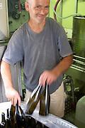 Domaine Le Conte des Floris, Caux. Pezenas region. Languedoc. Mobile bottling line. Bottling line operator. France. Europe. Bottle.