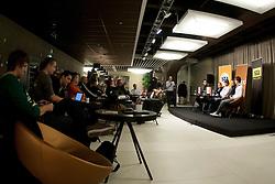 Novinarji med STA Maxi sportni klub, v katerem so govorilo o preboju teniskih igralvec v TOP 100. Dne 20, Novembra 2012 v Maksimarketu, Ljubljana, Slovenija. (foto Urban Urbanc / sportida)