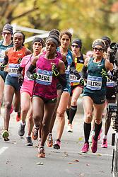 NYC Marathon, Buzunesh Deba leads pack