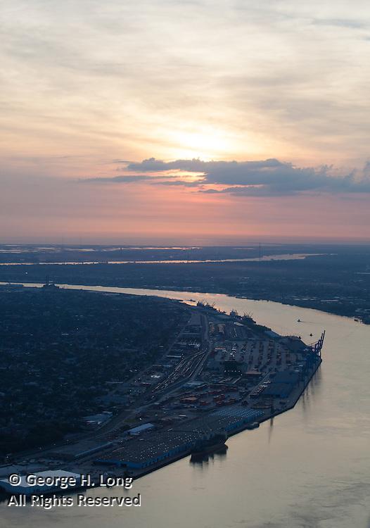Mississippi River uptown crescent at sunrise; Napoleon Avenue Wharf