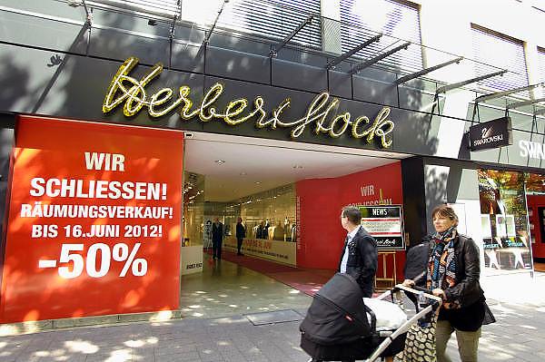 Duitsland, Dusseldorf, 2-6-2012Een winkel van Herbert Stock aan de beroemde Konigsallee houdt opheffingsuitverkoop.Foto: Flip Franssen/Hollandse Hoogte