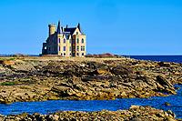 France, Morbihan (56), côte sauvage, Presqu'île de Quiberon, Pointe de Beg er Lann (ou Pointe de la Lande), le château Turpault qui marque l'entrée de la côte sauvage // France, Morbihan (56), Wild Coast, Presqu'île de Quiberon, Pointe de Beg Er Lann (or Pointe de la Lande), Château Turpault which marks the entrance to the wild coast