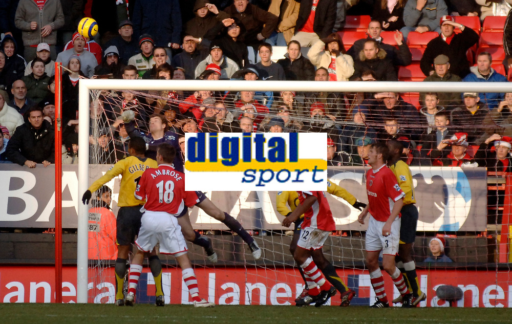 Photo: Glyn Thomas.<br />Charlton Athletic v Arsenal. The Barclays Premiership.<br />26/12/2005.<br /> Arsenal's Jens Lehmann (second from left) makes a superb save.