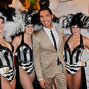 NLD/Amsterdam/20120204 - 30ste Verjaardag Richy Brown, Richy met showgirls