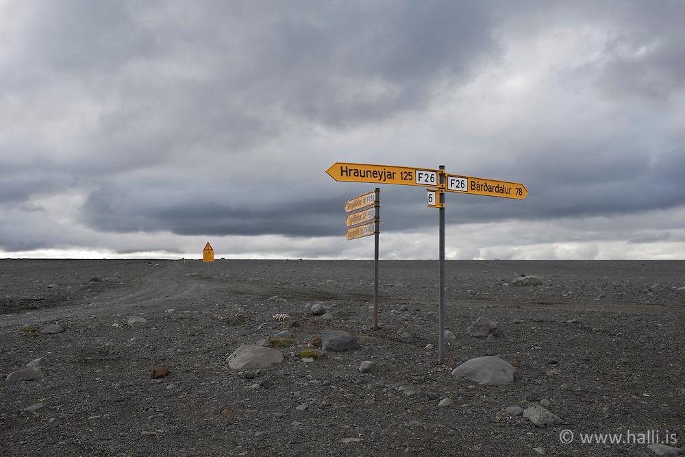 Waypoint in the highlands of Iceland - Skilti, vegvísar á Sprengisandsleið