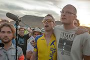 Jan-Marcel van Dijken (tweede rechts) en Thomas van Schaik horen dat de tijd van Jan-Marcel niet is geregistreerd tijdens de vijfde racedag van de WHPSC. In de buurt van Battle Mountain, Nevada, strijden van 10 tot en met 15 september 2012 verschillende teams om het wereldrecord fietsen tijdens de World Human Powered Speed Challenge. Het huidige record is 133 km/h.<br /> <br /> Jan-Marcel van Dijken (2nd right) and Thomas van Schaik are listening to the news that Jan-Marcel's speed wasn't recorded on the fifth day of the WHPSC. Near Battle Mountain, Nevada, several teams are trying to set a new world record cycling at the World Human Powered Vehicle Speed Challenge from Sept. 10th till Sept. 15th. The current record is 133 km/h.