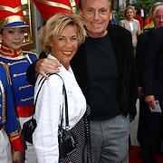 NLD/Huizen/20050706 - Premiere Nieuw Groot Chinees Staatscircus, Henny Huisman en partner Lia van Guijk