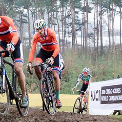 31-01-2016: Wielrennen: WK cyclecross elite: Heusden ZolderHEUSDEN-ZOLDER (BEL) cyclocrossOp het circuit van Terlamen-Zolder streden de elite veldrijders om de mondiale titels in het veld. <br /> WK Zolder Elite: Stan Godrie, Lars Boom