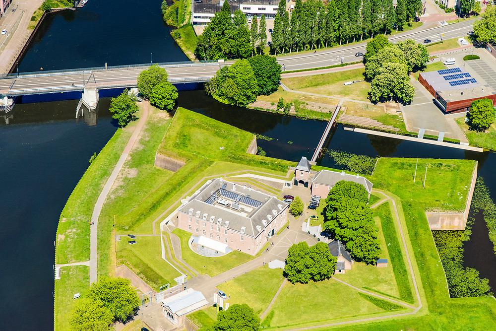Nederland, Noord-Brabant, Den Bosch, 13-05-2019; Citadel van 's-Hertogenbosch, voormalig fort. De rivieren Aa, Dommel, Dieze en de Zuid-Willemsvaart komen rond het bastion samen.<br /> Citadel of 's-Hertogenbosch, former fort, confluence of rivers en canal.<br /> <br /> luchtfoto (toeslag op standard tarieven);<br /> aerial photo (additional fee required);<br /> copyright foto/photo Siebe Swart